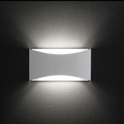 Kelly Wall Lamp \ Sconce By Oluce Lighting - The Kelly wall lamp from Oluce is part of this trend of elegant minimalism and is therefore ideal for anyone who likes architecture to speak for itself.