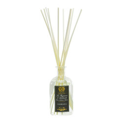 Casablanca Diffuser 500 ml. - Considered and traditional, the slate-colored, foiled label on the Casablanca Diffuser exhibits classical styling as it announces the exotic quality of the scent you experience with this beautifully-fragranced reed diffuser in your home. Perfumed with the sweet nectar of the eponymous Casablanca lily, the diffuser also opens your perspective with warm, intoxicating ylang ylang and a soft fire of cloves.