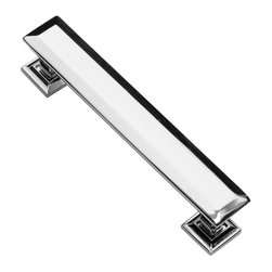 Southern Hills - Southern Hills Cabinet Pull Polished Chrome - 4 3/4 inch - Pack of 10 - Does your spouse usually get their way when it comes to renovation decisions?  Don't worry, these Southern Hills polished chrome cabinet pulls will win them over. Like you, they will appreciate the sleek look and solid feel of these cabinet handles and the way the faceted sides add an elegant vibe to your kitchen.