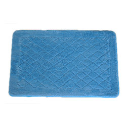 EverRouge - Solid Light Blue Memory Foam 20x32 Bath Mat - With this blue memory foam bath rug,your feet will be comfortable and warm when you step out of the shower. Crafted with a supportive foam base and a skid-resistant elastic backing,the rug is designed to stay in place without slipping or bunching.