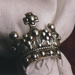 Crown Napkin Rings (Set of 4) - These richly detailed Crown napkin rings help to bring a regal look to any table setting.