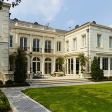 Traditional Exterior by Trapolin-Peer Architects