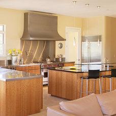 Modern Kitchen Cabinets by mckenzie cabinetry