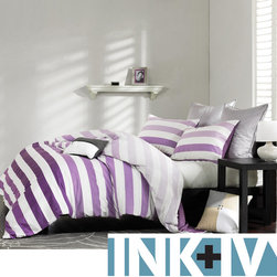 None - Ink and Ivy Peyton Purple 3-piece Mini Duvet Cover Set - The perfect bedding for dorm rooms, this bold mini duvet cover set from Ink and Ivy will add a splash of color to any room. The comforter comes with matching shams to complete the look of your room, and it is made of cotton, so it is easy to clean.
