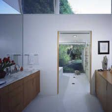Modern Bathroom by nonzero\architecture