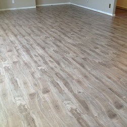 Flooring City - High Quality 12mm Handscraped Laminate Flooring - Beautiful handscraped style - Alpine Gray