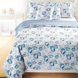 Greenland Home Fashions - Carmel Quilt Set - The crisp cotton and cool hue of this coordinating quilt set bring an island-inspired sense of calm to the guest or master bedroom with ease.   Includes quilt and two shams (twin sizes include one sham) 100% cotton Machine wash Imported