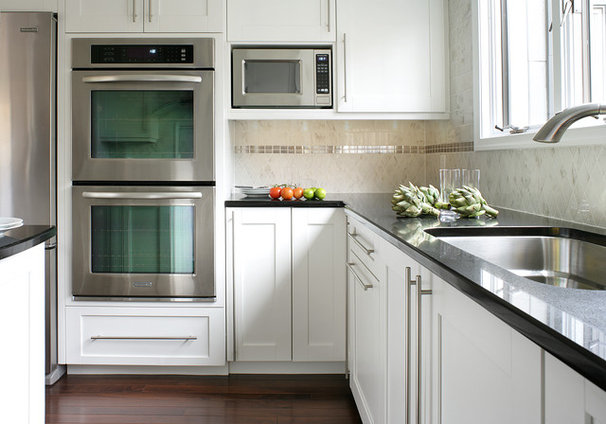 Contemporary Kitchen by Sheila Rich Interiors, LLC