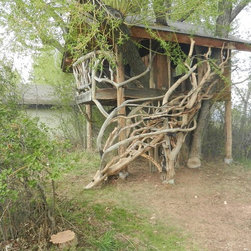 extras - Every child's dream to have a tree house, Nestled in the heart of an old willow is this tree hose made from pine and juniper