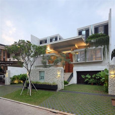 Front-Views-at-Contemporary-House-Design-in-Jakarta.jpg