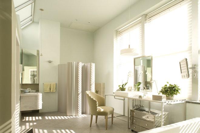 Modern Bathroom by Elliott Kaufman