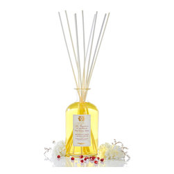 Pomegranate, Currant and Blood Orange Diffuser 500 ml. - More lively than a pure pomegranate but more indulgent than a pure orange, all sugared by the plump temptation of deep black currant, the complex and decadent fruit aromas of the Pomegranate, Currant, and Blood Orange Diffuser are utterly well-balanced. The golden oil in this vintage-inspired reed diffuser sparkles with lush, mature fruit fragrance a perfect companion to a sophisticated, richly-appointed room.