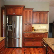 Traditional  by Dick's Custom Cabinets