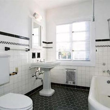 Traditional Bathroom White  w/Black Bath