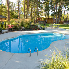 Contemporary  by Sunshine Pools and Spas