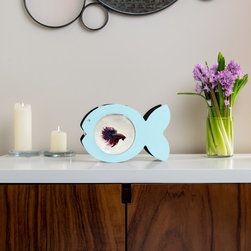 Zooquariums- Fish - Having fish in a room often help people relax. So it only makes sense that the ultimate fish bowl would be…in the shape of a fish! This cute yet modern designer bowl is ideal for Bettas, goldfish, crustaceans and small reptiles and is fun for both kids and adults.