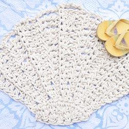Scallop Seashell Bathmat or Rug - handmade - The bathmat is handmade using 100% cotton rope.
