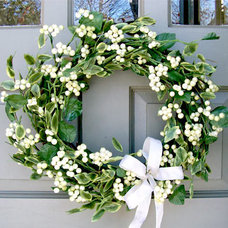 Traditional Wreaths And Garlands by Creative Decorations
