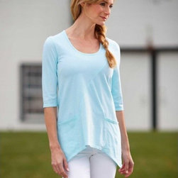 Viva Terra - Organic Cotton Tunic - Aqua (medium 8-10) - You love your garden, your localfarmers' market and, above all,your freedom, which makes ithighly likely that you'll alsolove our t-shirt tunic, just longenough to complement anyand all shapes and activities.Made in the USA from buttersoftorganic cotton, it featurestwo handy front pockets, three-quartersleeves and a roomyscoop neck.