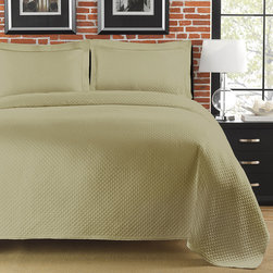 None - Diamante Matelasse Sage Full/ Queen-size Coverlet - Snuggle up to luxury and comfort with this sage green queen-size cotton coverlet. This coverlet features a minimalistic design for a crisp,clean look and is made from cool-to-the-touch cotton for long-lasting good looks and performance.