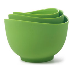 iSi Mixing Bowl Set Wasabi - The flexible rim on the iSi 3 piece silicone mixing bowl set allows you to create a spout anywhere on the bowl for easy pouring into narrow spaces like the bowl of a stand mixer. With rigid bottoms these bowls are great for mixing and pouring all in one. Includes 3 sizes 1 quart 1.5 quart and 2 quart.
