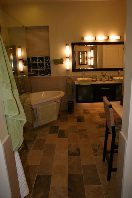 Contemporary Bathroom by Brooke Eversoll, CKD, CBD – S&W Kitchens, Inc.