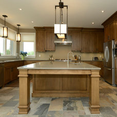 Rustic Kitchen by GCW Custom Kitchens & Cabinetry Inc.