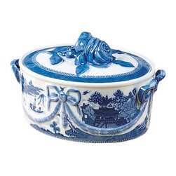 "Mottahedeh - Mottahedeh | Blue Canton Casserole - Blue Canton by Mottahedeh The most fashionable tables in the early American Republic were set with blue and white ""Canton"" ware, so called for the great Chinese trading port from which it came. Chinese blue and white porcelain was in demand well into the 19th century and has been part of the heritage of many American families. Blue Canton from Mottahedeh faithfully recaptures this centuries-old tradition and style."