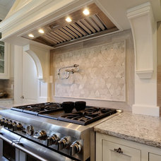 Traditional  by CR Home Design K&B (Construction Resources)