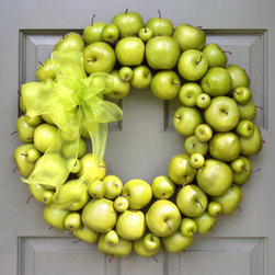 Green Apple Wreath - How creative and unique to use fruit as an entire wreath.