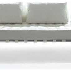 Modern Sofas by cassinausa.com
