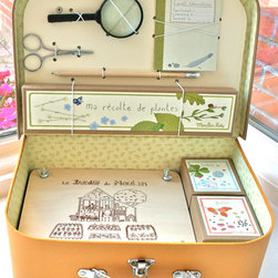 Little Botanist's Kit - This lovely little kit contains everything your tiny botanist needs to study the local flora. Perfect for the upcoming fall leaves.