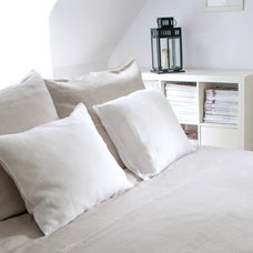 Contemporary Duvet Covers by Moods Store