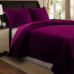 Bohemian Velvet 3-piece Full/ Queen-size Quilt Set, Amethyst - I just love the magenta color of this duvet and shams.
