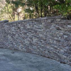 Walnut Ledge Stone Retaining Wall -