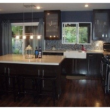 Modern Kitchen by Los Angeles Remodeling and Construction