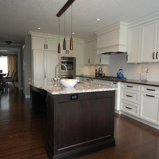 Transitional Kitchen by GCW Custom Kitchens & Cabinetry Inc.