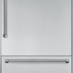 """Thermador 36 inch Built-In Bottom-Freezer T36BB820SS - W: 35 3/4'' H: 83 3/4 """" D: 24 3/4"""" Freedom to customize. Freedom to go modular. Freedom to integrate your refrigeration with the design of your kitchen. That's what makes Thermador Freedom Refrigeration the leader in true flush, tall door design. Our refrigeration solutions integrate seamlessly into your kitchen design, with custom fronts and concealed venting grille. Our portfolio of custom panel models - available in 18"""", 24"""", 30"""" and 36"""" widths - offers the most design choices in the industry, allowing you to configure your own unique combination of bottom freezers, fresh food, freezer and wine preservation columns. And nothing beats the convenience of our pre-assembled bottom freezers, ready to install straight from the factory. Equipped with flat stainless steel panels and either Professional or Masterpiece Handles set off by a removable stainless steel frame, these units deliver perfect built-in fit and aesthetics in a 24"""" or 25"""" deep cabinet. True to the Thermador heritage and re-imagined for 2012 with a range of state-of-the-art functionality and features, the Freedom Refrigeration collection gives you full control to design your personal culinary studio."""