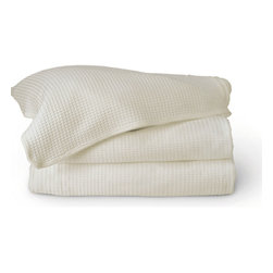 Gilden Tree - Classic Waffle Weave Throw Blanket - 100% Cotton Waffle Weave Throw is soft and luxurious, ideal as a picnic blanket, beach blanket or for snuggling up at home!