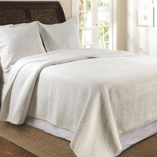 Traditional Quilts by Overstock.com