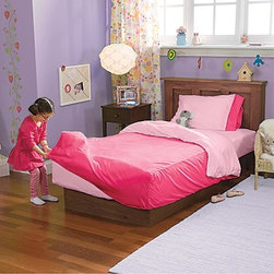 Kids Toddler and Twin Bedding Sets - I love that this bedding is cute and functional. The fitted duvet prevent kids from kicking it off at night. It's also easy for kids to make the bed because they just pull the fitted duvet over the mattress.