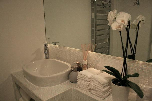 Eclectic Bathroom by Inspiritdeco