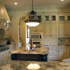 Kitchen by Distinctive Dwellings - Thayne Hillrichs