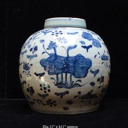 "Vintage Chinese Blue & White Porcelain Large Ginger Jar - Dimensions: Dia 11"" x h11"" approximate minor variation"