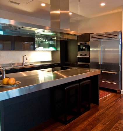 Contemporary Kitchen by DCI Home Resource