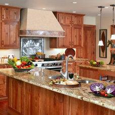 Traditional Kitchen by GRANDIOR KITCHEN & BATH