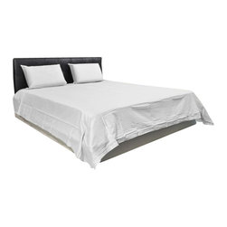 AVEREST LINENS - 1000 Thread Count Solid Sheet Set in Queen Size - 100% Egyptian Cotton, White - Wrap yourself in these 100% Egyptian Cotton Luxurious bedding items that are truly worthy of a classy elegant suite. Comfort, quality and opulence set our Luxury Bedding in a class above the rest. Elegant yet durable, their softness is enhanced with each washing. You will relax and enjoy the rich, soft and luxurious feeling of cotton Sheet Set.