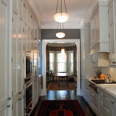 Traditional Kitchen by Ivey Design Concepts