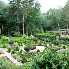 Traditional Landscape by andrew grossman landscape design