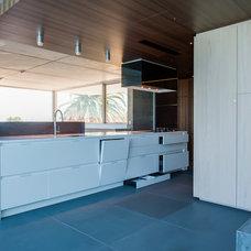 Modern Kitchen by MINOSA